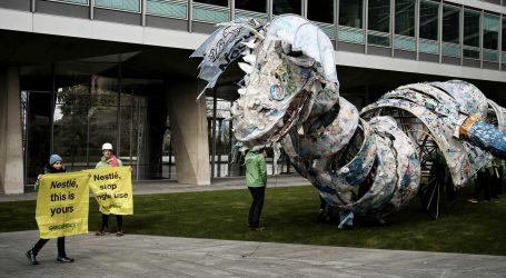20 Meter großes Plastikmonster für Nestlé